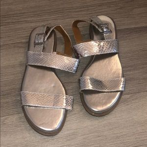 Silver Sandals 🤍